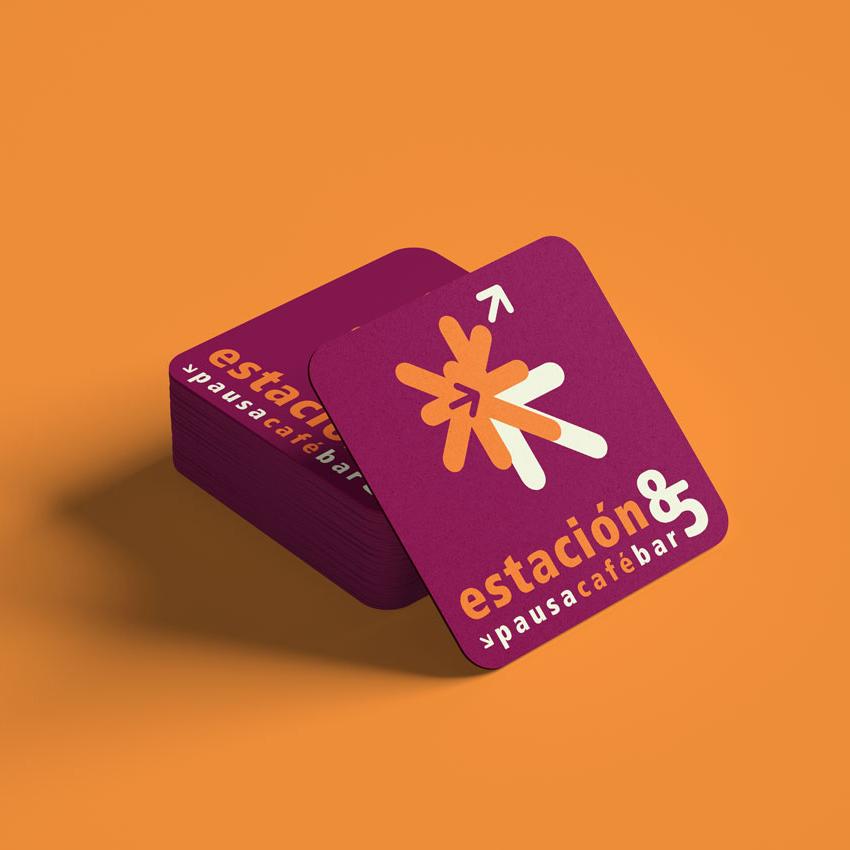 Diseño de Portavasos con Logotipo de Restaurante Café Estación 85